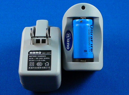 CR123 'Nano' Charger - for Single 3.6V Battery